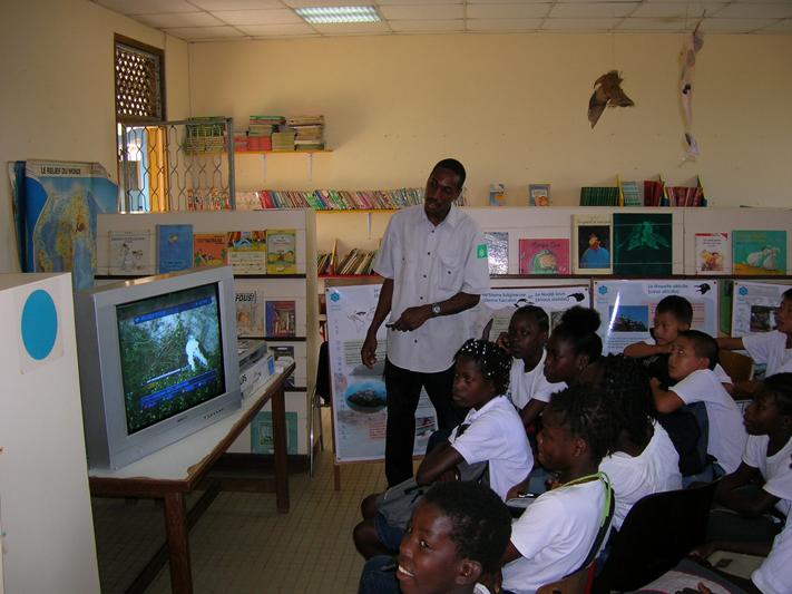 Animation et éducation à l'environnement dans les écoles (Crédits : RNNC)